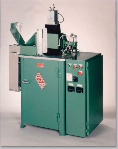 Lathe for sample preparation