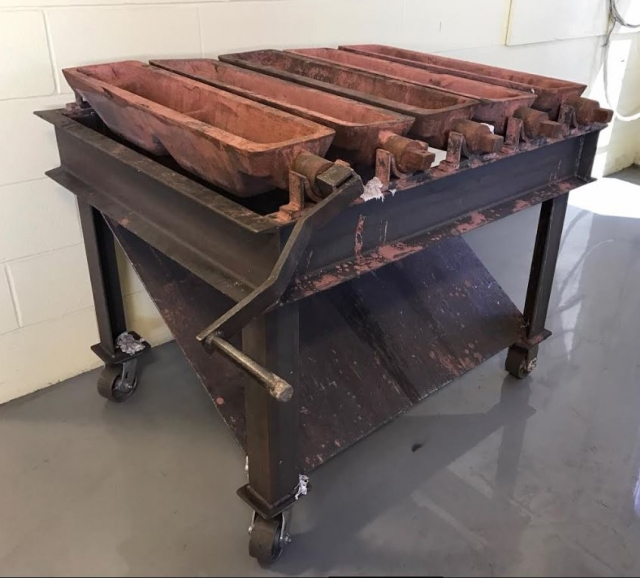 USED 5-MOLD BENCH