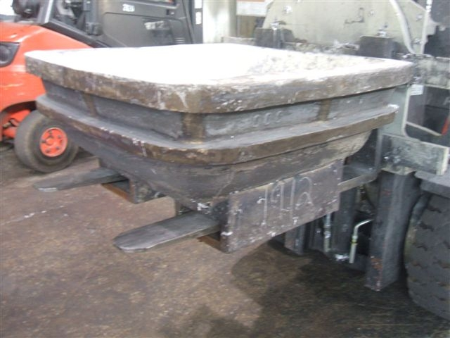 1000 LB IRON SOW MOLDS WITH FORK SLOTS
